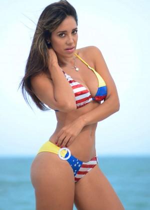 Andrea Calle Bikini 2014 -02