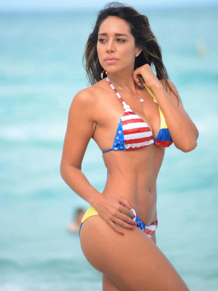 Andrea Calle Bikini    x
