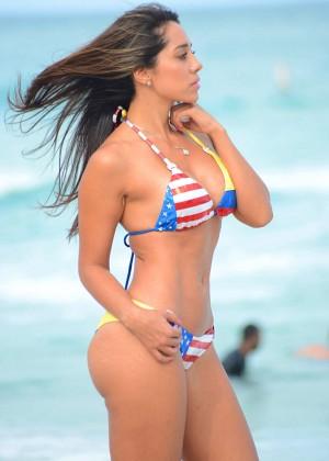 Andrea Calle Bikini 2014 -07