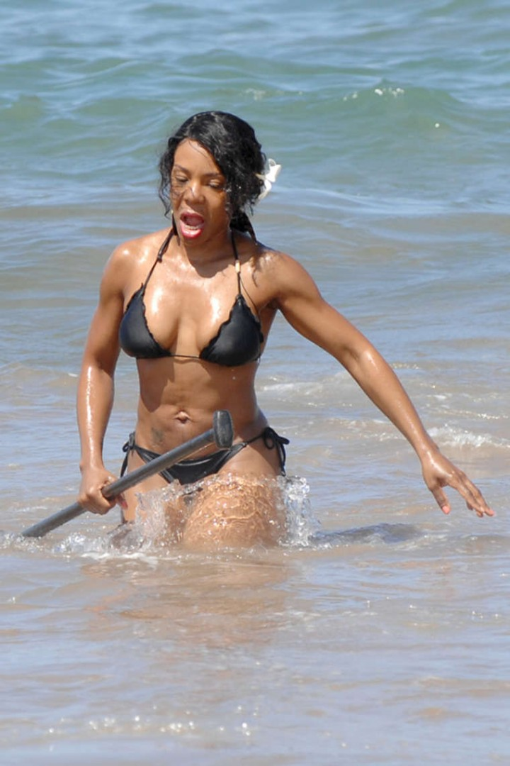Andrea Kelly Bikini Photos: 2014 in Hawaii -06