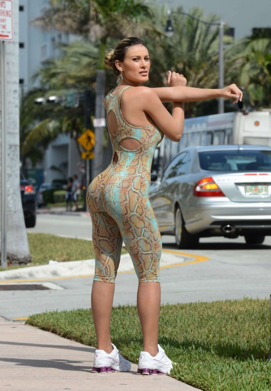 Andressa Urach jog in an snake outfit in Miami Beach