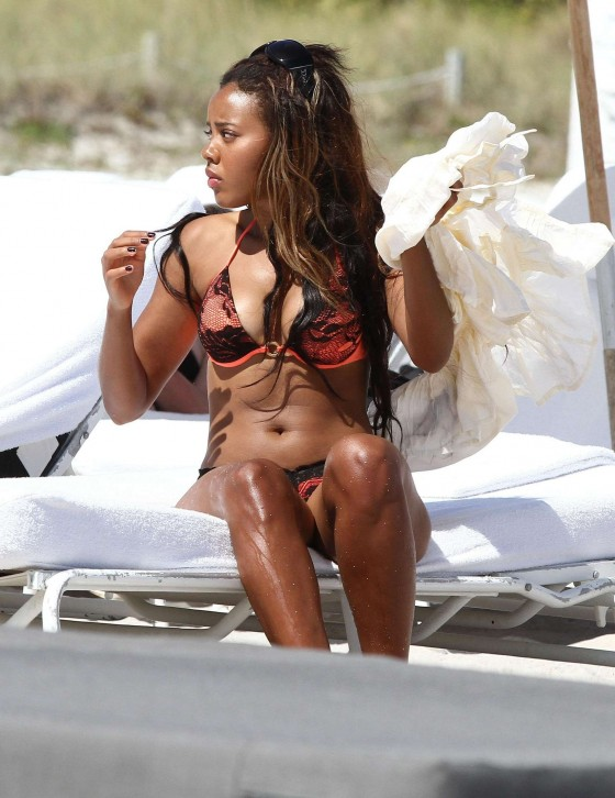Angela Simmons proudly shows off her rockin body while relaxing on the beach-02