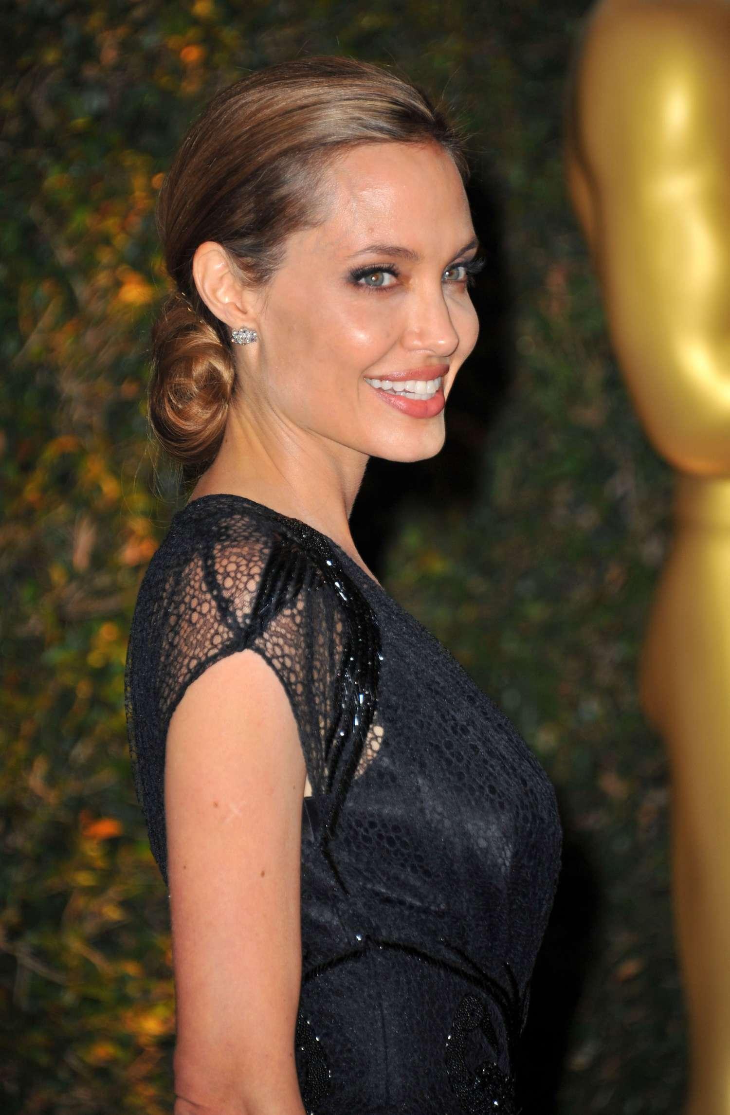 Angelina Jolie 2013 Ampas Governors Awards 16 Gotceleb