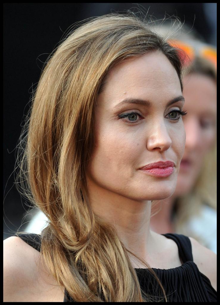 Angelina Jolie At World War Z Premiere In London 17