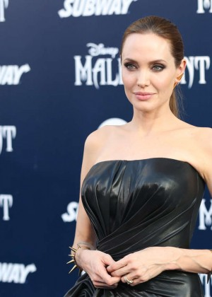 Angelina Jolie in black shiny dress -05