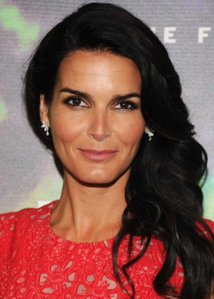 Angie Harmon - 2014 Fragrance Foundation Awards in NYC -01