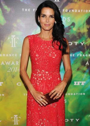 Angie Harmon - 2014 Fragrance Foundation Awards in NYC -04