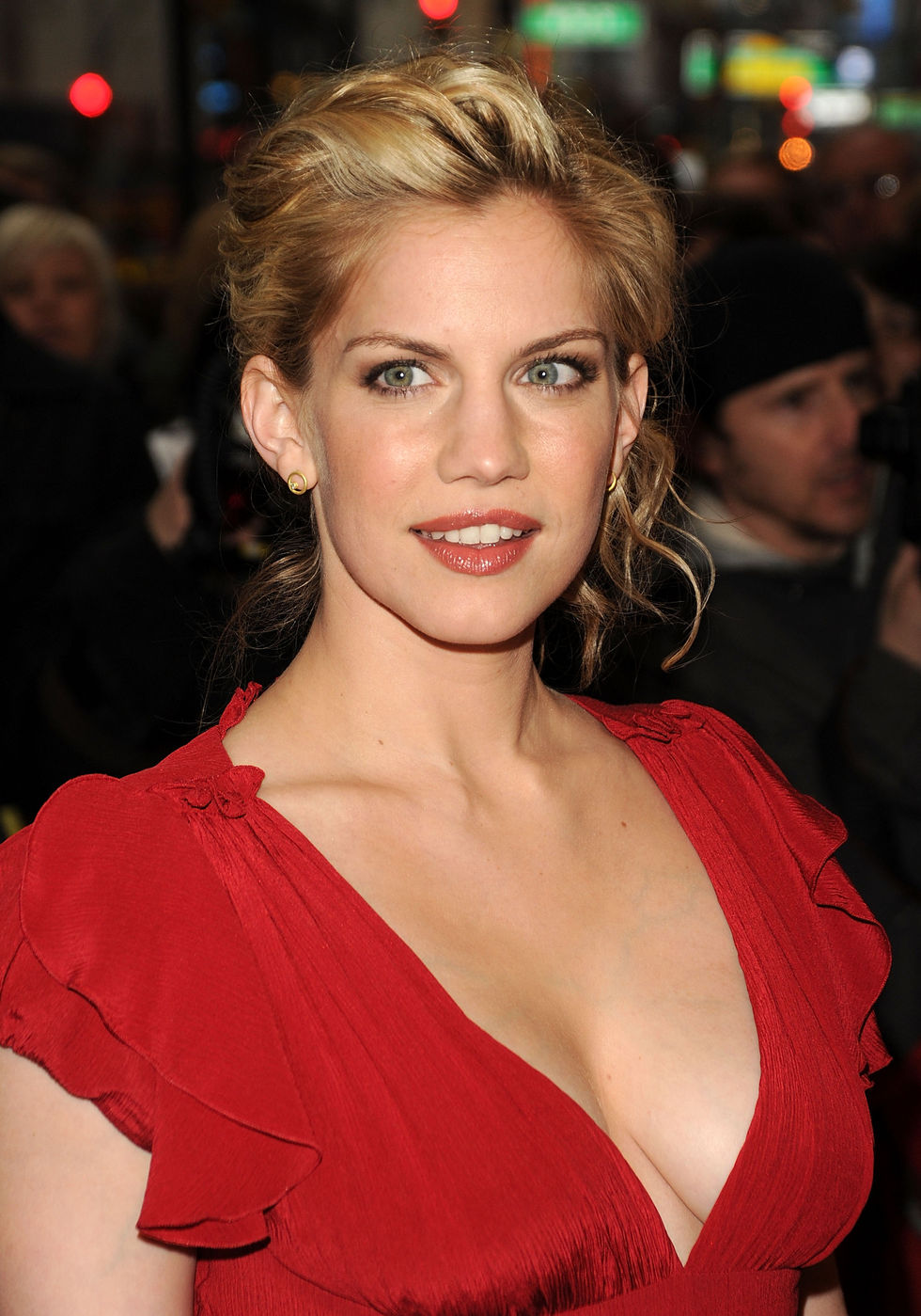 Anna Chlumsky Candids At Promises Promises Opening In Ny
