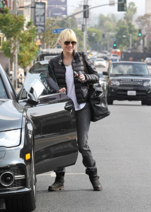 Anna Faris in Tight Jeans -02
