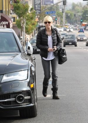 Anna Faris in Tight Jeans -04