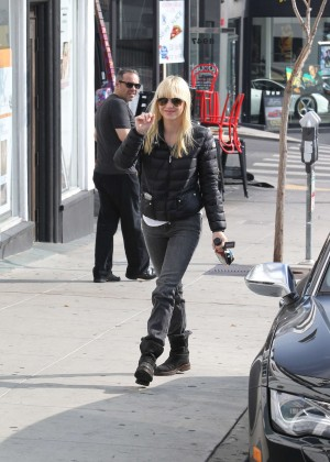 Anna Faris in Tight Jeans -07