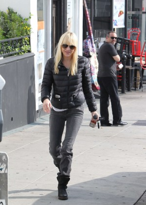 Anna Faris in Tight Jeans -10