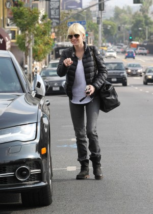 Anna Faris in Tight Jeans -11
