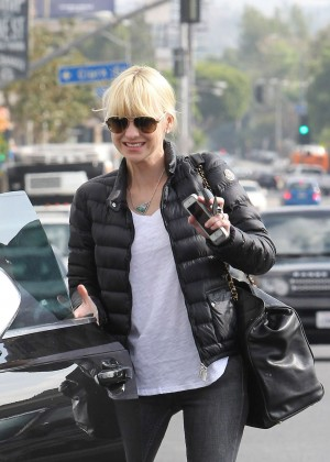 Anna Faris in Tight Jeans -12