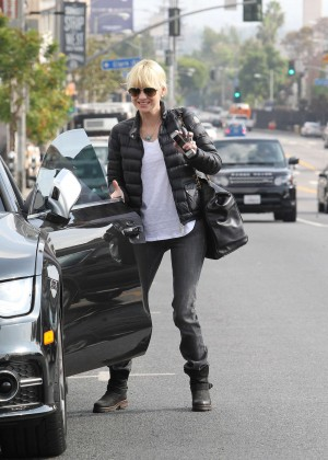 Anna Faris in Tight Jeans -14
