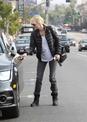 Anna Faris in Tight Jeans -15