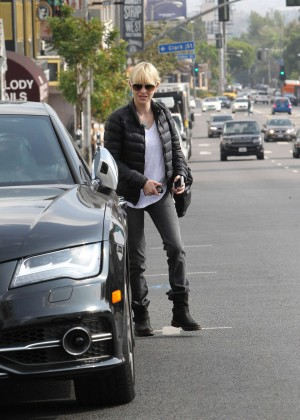 Anna Faris in Tight Jeans -17