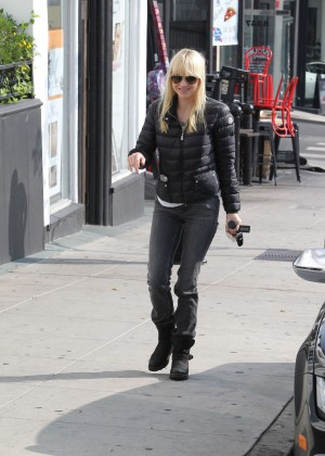 Anna Faris in Tight Jeans -18
