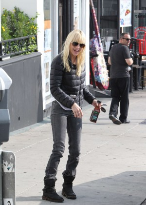 Anna Faris in Tight Jeans -19