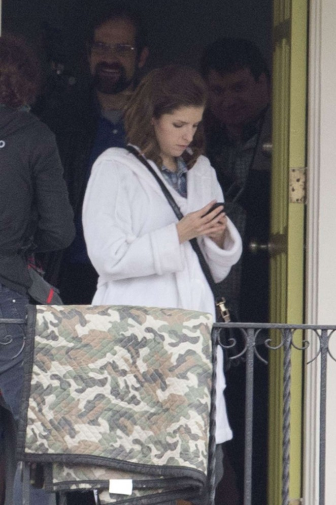 """Anna Kendrick – Filming """"Mr. Right"""" in New Orleans"""