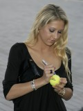anna-kournikova-laureus-charity-gala-at-the-mbb-in-stuttgart-04