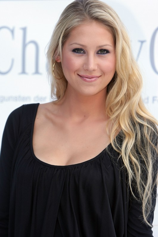 anna-kournikova-laureus-charity-gala-at-the-mbb-in-stuttgart-16