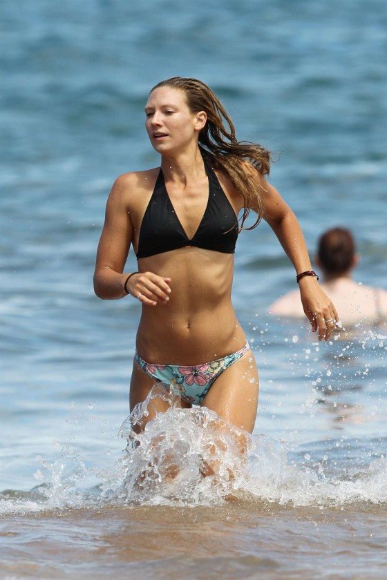 Anna Torv - Hot in bikini on Hawaii beach