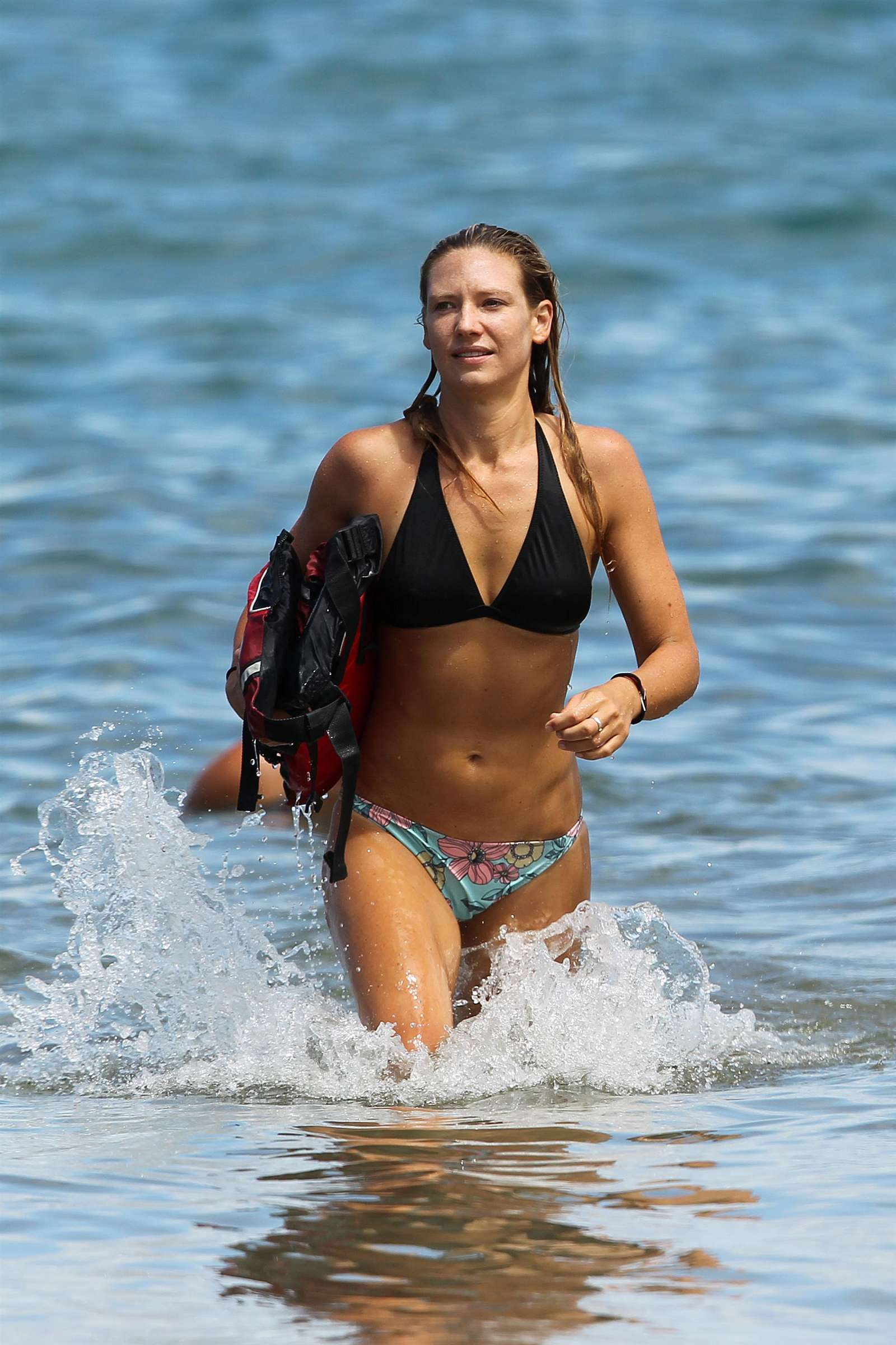 Anna Torv – Bikini in Hawaii-06