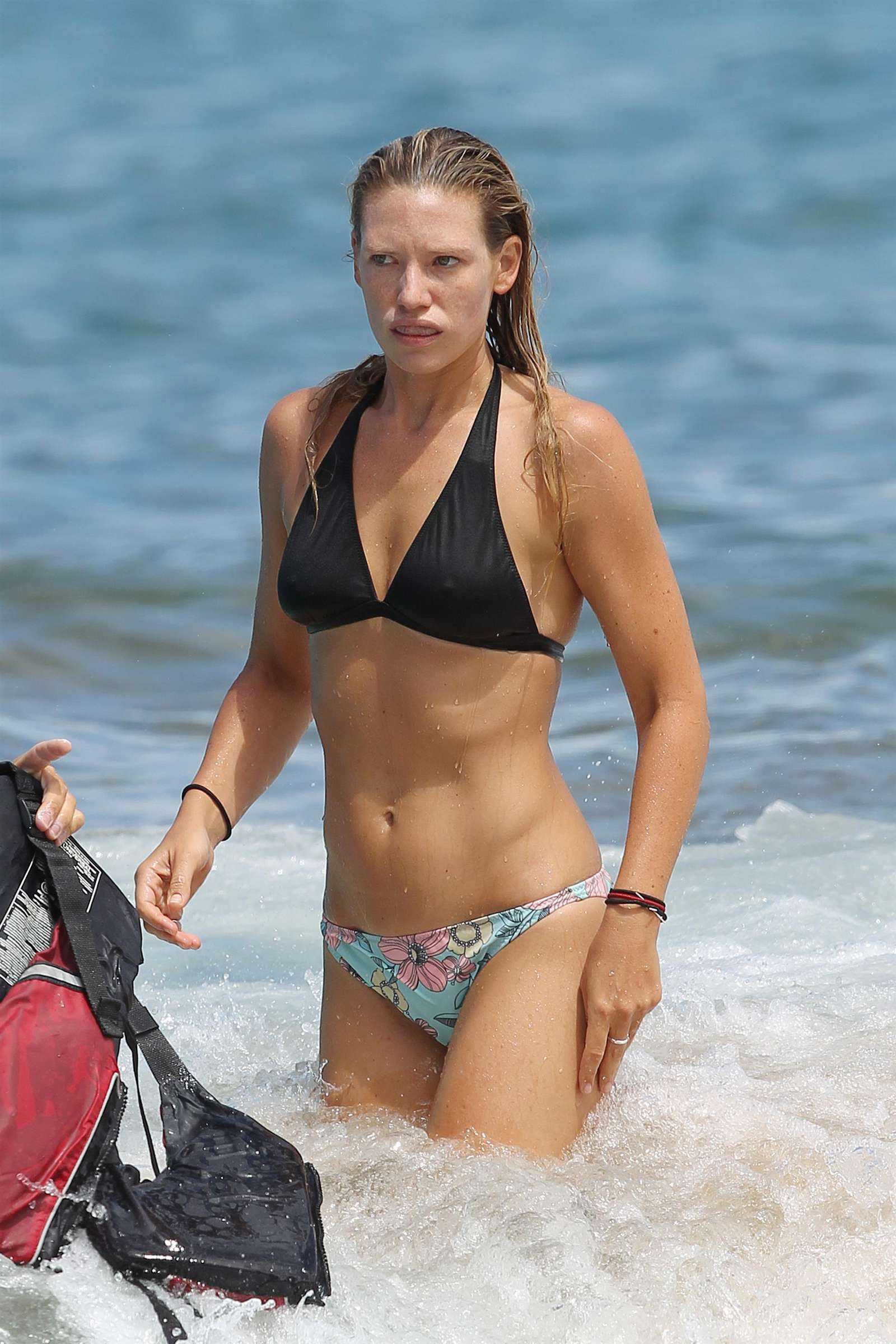 Anna Torv – Bikini in Hawaii-25