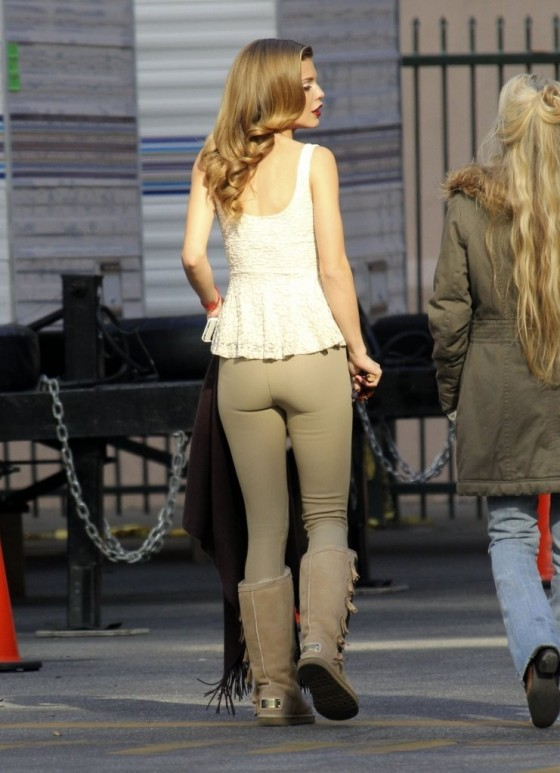 549e3a52969 AnnaLynne McCord – In tight pants at 90210 set -20 – GotCeleb