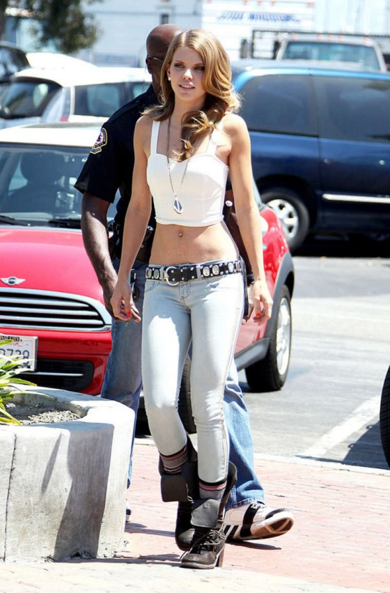 AnnaLynne McCord in tight jeans on the set of 90210