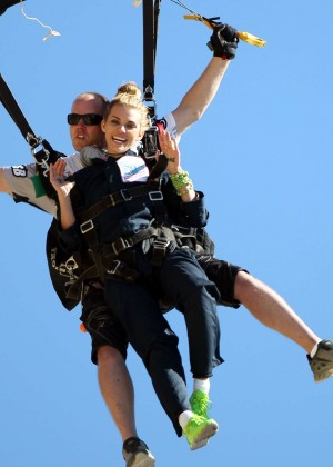 AnnaLynne McCord Skydives from 18 000 feet at Charity Event -03
