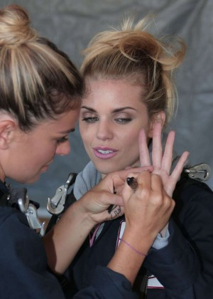 AnnaLynne McCord Skydives from 18 000 feet at Charity Event -05