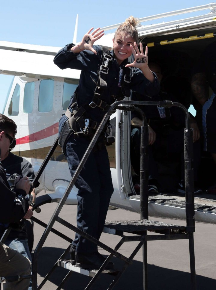 AnnaLynne McCord Skydives from 18 000 feet at Charity Event -06
