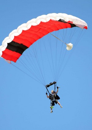 AnnaLynne McCord Skydives from 18 000 feet at Charity Event -09