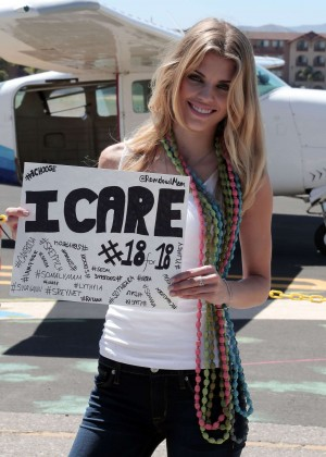 AnnaLynne McCord Skydives from 18 000 feet at Charity Event -10