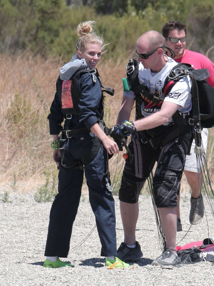 AnnaLynne McCord Skydives from 18 000 feet at Charity Event -12