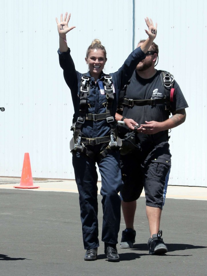 AnnaLynne McCord Skydives from 18 000 feet at Charity Event -13