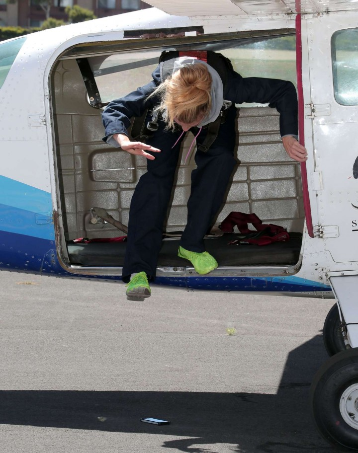 AnnaLynne McCord Skydives from 18 000 feet at Charity Event -28