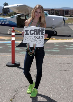 AnnaLynne McCord Skydives from 18 000 feet at Charity Event -38