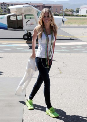 AnnaLynne McCord Skydives from 18 000 feet at Charity Event -45