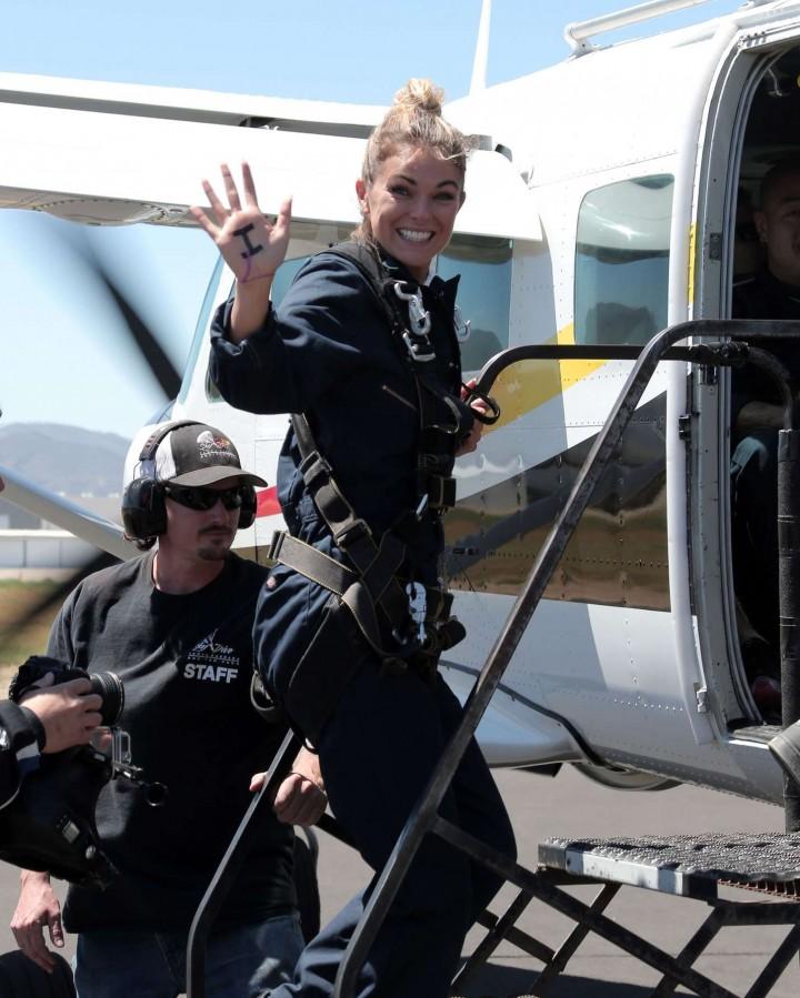 AnnaLynne McCord 2014 : AnnaLynne McCord Skydives from 18 000 feet at Charity Event -57