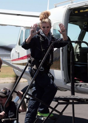 AnnaLynne McCord Skydives from 18 000 feet at Charity Event -65