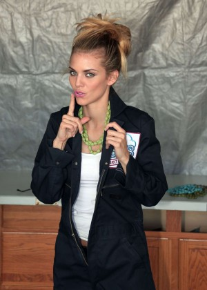 AnnaLynne McCord Skydives from 18 000 feet at Charity Event -77
