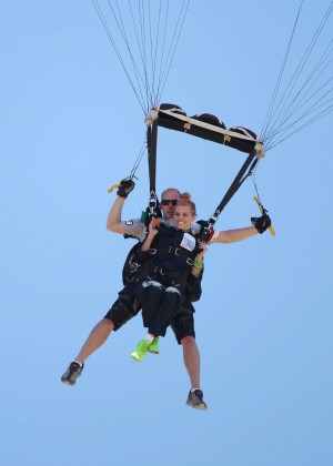 AnnaLynne McCord Skydives from 18 000 feet at Charity Event -78