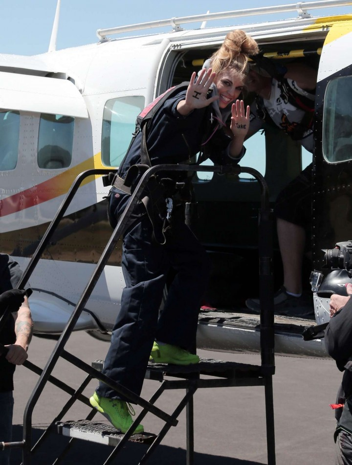 AnnaLynne McCord Skydives from 18 000 feet at Charity Event -82