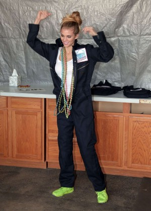 AnnaLynne McCord Skydives from 18 000 feet at Charity Event -88