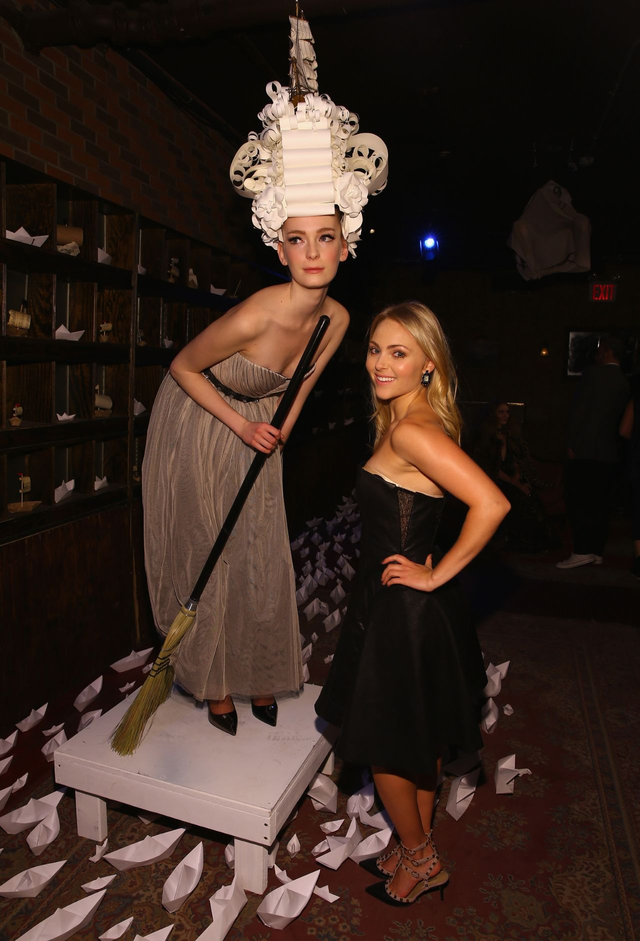 Annasophia Robb 2014 Fashion Show In Nyc Alice Olivia 01 Gotceleb