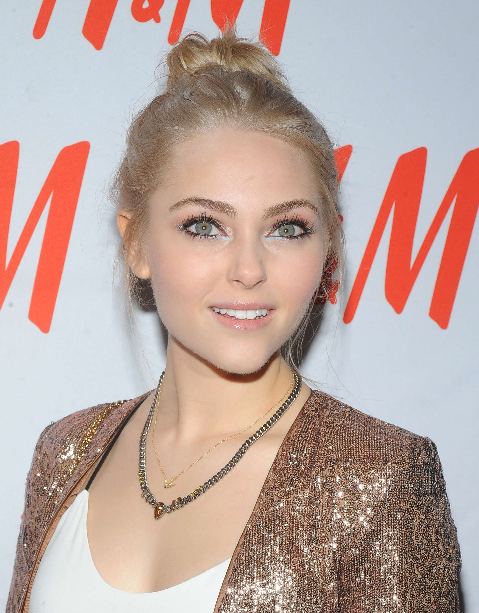 annasophia-robb-hypnotized-sex-and-prayer