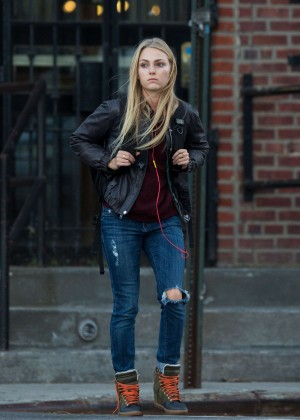 AnnaSophia Robb in Ripped Jeans Out in New York
